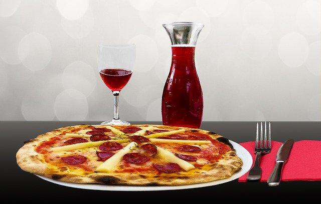 pizza s vínem
