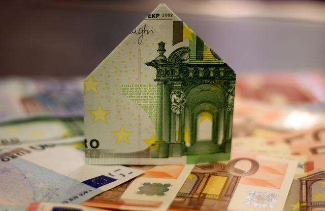 bankovky, domek z peněz