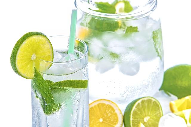 voda a limetka