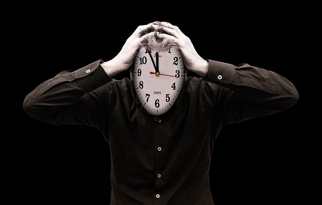 hodiny místo hlavy.jpg