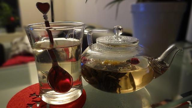 konvice a sklenice na čaj.jpg