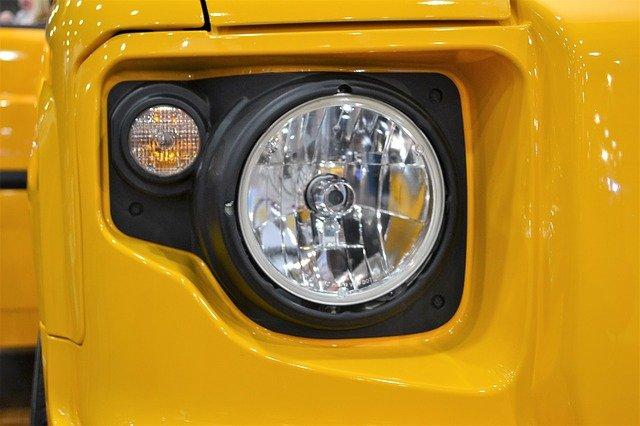 žlutý jeep