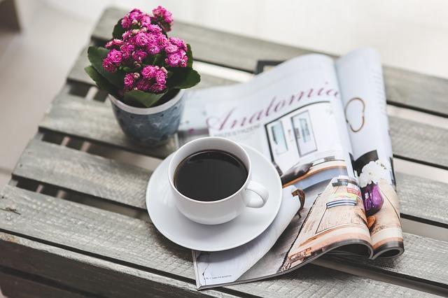 káva na časopise